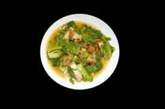 Rör den stekte brussels grodden med griskött och den röda chili, thai mat Arkivfoto