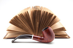 Rör och forntida bok Arkivfoto
