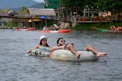 Rör på den Nam Song floden Vang Vieng laos royaltyfri fotografi