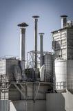 Rör, raffinaderi, rörledningar och torn, överblick för tung bransch Royaltyfri Foto