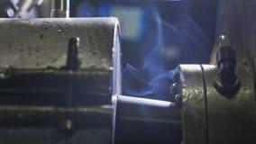 Rör som tillverkar produktionslinjen Tillverkning av den plast- fabriken för vattenrör Process av plast- rör för danande på Fotografering för Bildbyråer