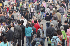 Röra folkmassa i Dalian, Kina Arkivfoto