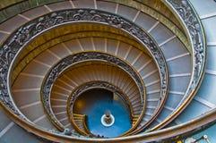 Röra sig i spiral trappa i Vaticanen Royaltyfri Foto