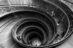 röra sig i spiral trappa vatican för museum Arkivfoton