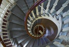 röra sig i spiral trappuppgång Arkivfoton