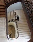 Röra sig i spiral trappuppgången royaltyfri bild