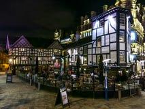 Rörafyrkant på natten, Manchester, England Arkivbilder
