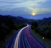 Rörande billjus på motorwayen Royaltyfri Foto