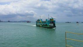 Rörande färja i Penang, Malaysia Royaltyfri Fotografi