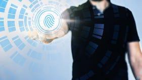 Rörande genomskinlig fingeravtryckavkännare för affärsman arkivbilder