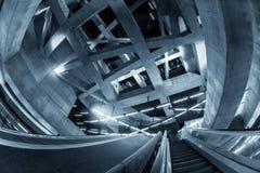 Rörande rulltrappa i affärsmitten Arkivfoto