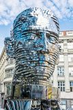 Rörande staty av Franz Kafka i Prague Royaltyfria Foton