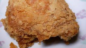 Rörelse av frasig kentucky stekt kyckling på plattan arkivfilmer