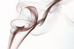 Rörelse av rök som färgas med vit bakgrund Arkivbilder