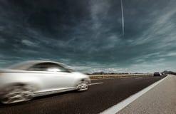Rörelse för hastighet för snabb bil för huvudväg Arkivfoto