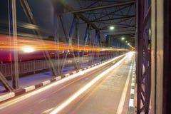 Rörelse på natten fotografering för bildbyråer