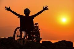 Rörelsehindrad man, handikapp och soluppgång royaltyfri fotografi