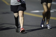 Rörelsehindrad maratonlöpare Royaltyfri Foto