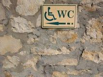 Rörelsehindrad toalettlandgång royaltyfria foton