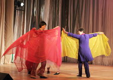 Rörelsehindrat folk som dansar på etapp Royaltyfria Bilder
