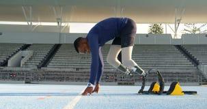 Rörelsehindrat idrotts- få klart för loppet 4k arkivfilmer