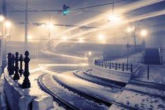 Rörelseljus av spårvagnen, grön trafikljus arkivbilder