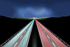 Rörelsen av bilar på natthuvudvägen också vektor för coreldrawillustration Arkivfoton