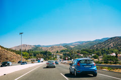 Rörelsen av medel på motorvägen, motorway E-15 arkivbild