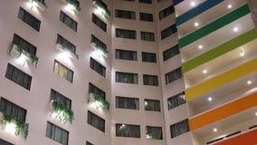 Rörelseskott av hög löneförhöjninghotellbyggnad lager videofilmer