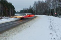 Rörelsesuddighet av fartfyllda bilar Arkivfoto