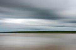 Rörelsesuddighet på floden Arkivfoton