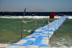 Rörlig brygga i en touristic semesterort Sharm El Sheikh Rött hav, Egypten royaltyfria bilder