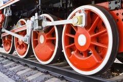rörliga röda ångahjul Arkivbild