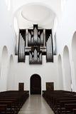 Rörorgan inom en kyrka Royaltyfri Bild