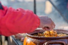 Rört övre maten i det öppet på festivalen Royaltyfria Bilder
