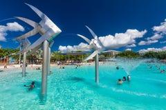 RÖSEN; AUSTRALIEN - 17 APRIL 2017 Tropisk simninglagun på t Royaltyfria Foton