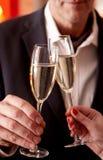 Rösten mit Champagner Lizenzfreies Stockfoto