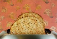 Rösten Sie im Toaster Lizenzfreies Stockfoto