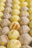 Rösten Sie Süßkartoffelball und Wasserbrotwurzelball in der thailändischen Art Stockfotos
