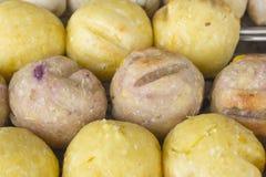 Rösten Sie Süßkartoffelball und Wasserbrotwurzelball in der thailändischen Art Stockbild