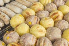 Rösten Sie Süßkartoffelball, Wasserbrotwurzelball und Banane in der thailändischen Art Lizenzfreie Stockfotografie