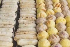 Rösten Sie Süßkartoffelball, Wasserbrotwurzelball und Banane in der thailändischen Art Stockbild