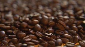 Röstkaffee-Bohnen, übrig geblieben stock footage