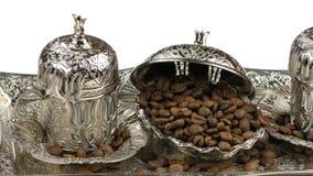 Röstkaffee und Antiken-anatolischer Topf stock video