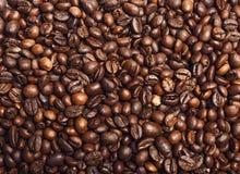 Röstkaffeebohnen können als Hintergrund benutzt werden Lizenzfreies Stockfoto