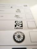 Röstningkort med den Labour logoen royaltyfri foto
