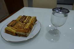 Rötlich brauner Toast Stockfotos