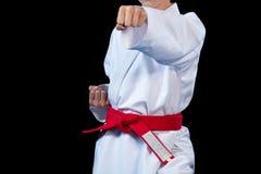 Rött bälte för Aikido på den vita kimonot på svart bakgrund royaltyfri foto