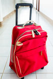 Rött bagage och hänglås för 3 siffra Fotografering för Bildbyråer