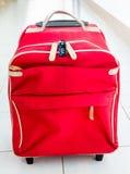 Rött bagage och hänglås för 3 siffra Royaltyfria Foton